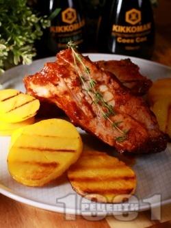 Крехки свински ребра в меден сос с печени картофи - снимка на рецептата